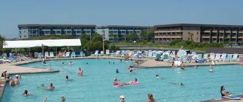 Hilton-Head-Island-Beach-and-Tennis-Resort-Poolside-views