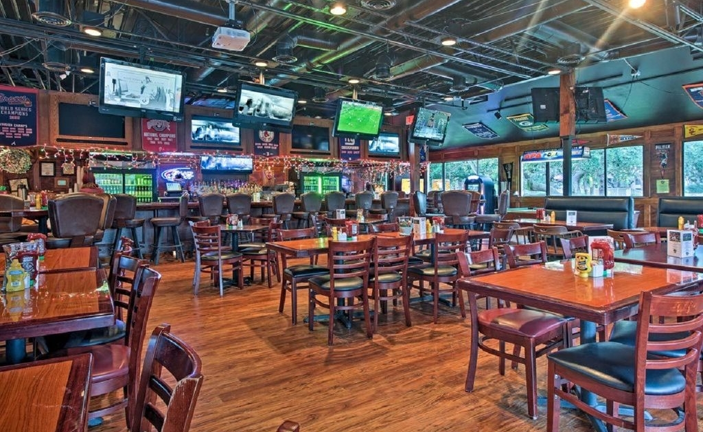 Coconutz-Sports-Bar-Beach-and-Tennis-Hilton-Head