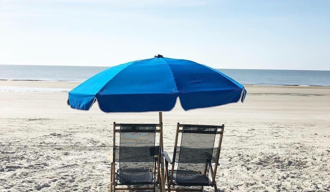 Hilton-Head-Island-Beach-and-Tennis-Resort-Chairs-Umbrellas